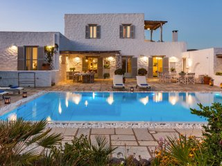 Villa Chaconne in Voutakos for large groups or families with swimming pool!