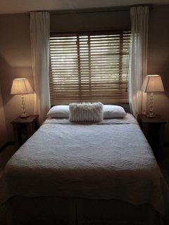 Upstairs bedroom - Queen bed with memory foam mattress