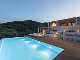 Luxurious villa, large pool. A perfect holiday retreat.