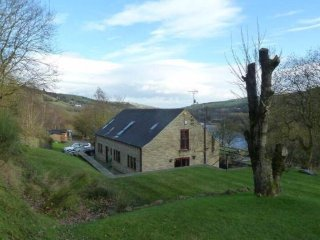 5 bedroom (sleeps 10) luxury retreat, complete with**hot tub and dog friendly**