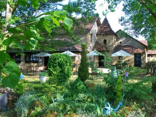 Auberge Castel-Merle Comfortable B&B near Montignac Lascaux in the countryside