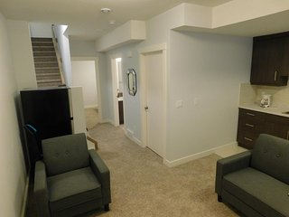 One bedroom lower suite close to downtown 1137
