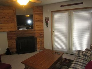 Modern Rustic upscale townhome with hot tub Walking distance to slopes
