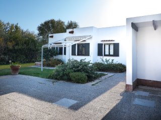 Villa Bianca with beautiful garden close to the beach