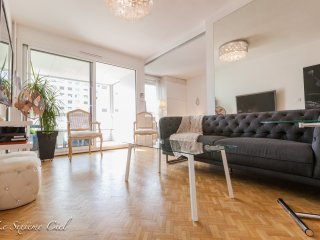 ★ The Sixieme Ciel ★ 70 m2 with balcony, Central LYON, 4 guests, Free Parking ❤️