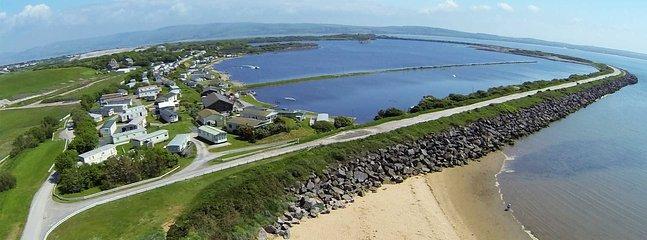 Vista da vila do porto de 200 hectares do porto do lago terigg. Perfeito para esportes aquáticos e pesca.