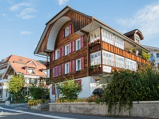 3B Logde - Charming Swiss apartment for 6 people, walking distance to Lake!