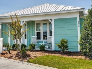 Beautiful 2 brm Cottage: Barefoot Village in Barefoot Resort