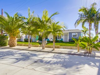La Jolla Cottage. Fully Remodeled Walk to beach, pet friendly, free WIFI and A/C