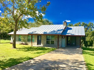 The River House- 3BDR/2BTH- Along the San Marcos River!!!