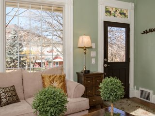 Beautifully Appointed Victorian Home, in Downtown, Walk to Pool! REDUCED RATES!