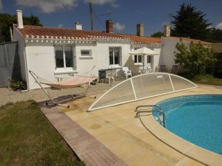 Holiday Villa with Pool, Spa, quiet countryside and 15km from sandy beaches