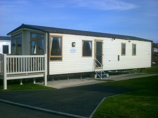 6/8 berth ABI St David caravan for hire witthn Tattershall country park