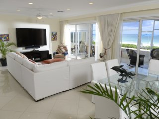 Spectacular Ground Floor Condo on Seven Mile Beach - Laguna del Mar