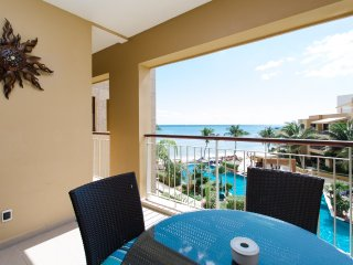 Beautiful 2 BDR condo at El Faro Playa downtown