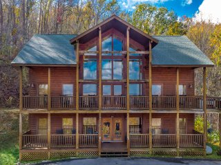 Spring is Wonderful in Gatlinburg  Private Cabin Sleeps 14  3 miles to Downtown