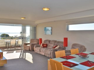 49 'Cote D'Azur', 61 Donald Street - three bedroom unit with water views in Nels