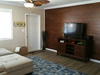 Relax in our large 1 bedroom, fully updated beach block vacation spot.