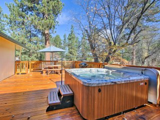 Big Bear Cabin w/Private Deck+Hot Tub near Resorts