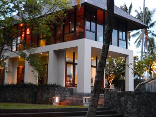 A luxurious, eco friendly, lush getaway - Lalang Beach House.