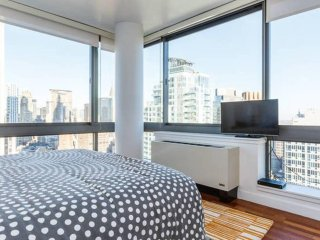 ★Available Labor Day Wknd★Penthouse with View of New York Skyline★