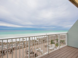 Oceanfront Destin Townhouse w/Private Beach Access