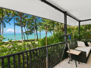 Absolute Beachfront Hibiscus Cottage