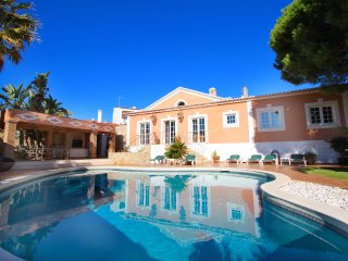 Casa Bruella, 3 Bedrooms, Heated pool, Air-Con, Walk to beach, WiFi, BBQ