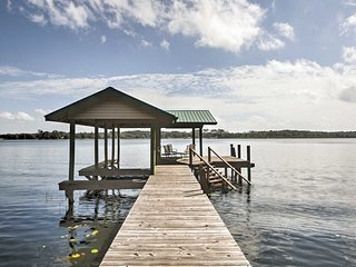 Waterfront Pomona Park Home w/Dock on Lake Broward
