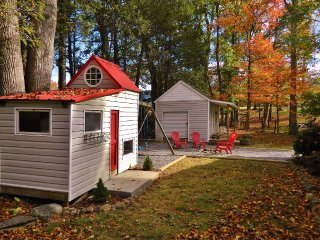 Cowtail Cottage 3B/2B private,views,2 separate den areas, kids playhouse/ swings
