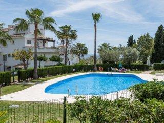 Modern 2BR Apartment with Sea Views Albamar 28