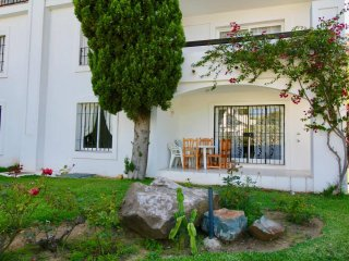 Albamar-17, Modern 2BR Apartment in 500 m to the Beach