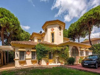 Charming 5BR Villa, Walking Distance to Everything