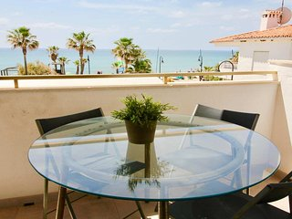 CalaBella -Modern 3BR Apartment in 1 min Walk to La Cala Beach