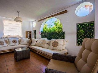 Azalea Beach Apartment in Puerto Banus