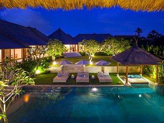 Tenang, Luxury 6 Bedroom Villa, Retreat, Batu Bolong