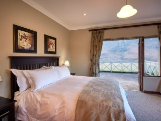 1 luxury en-suite bedroom with mountain views next to Golden Gate Reserve