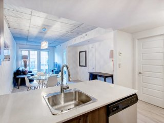 1BR Quartier des Spectacles Stylish & Lovely!