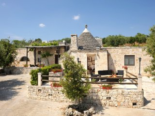 Spectacular trullo with private pool, jacuzzi and tennis court- concierge
