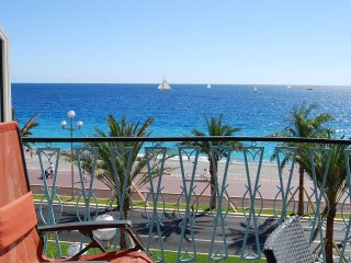 2 bedroom with terrace on Promenade des Anglais