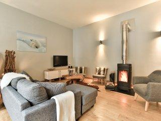Luxury apartment in centre of Chamonix, 4 bedrooms, sleeps 8, view Mont Blanc