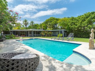5BR Contemporary Waterfront Estate with Huge Yard and Pool