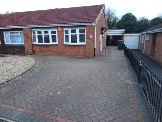2 bedroom bungalow in the heart of warwick