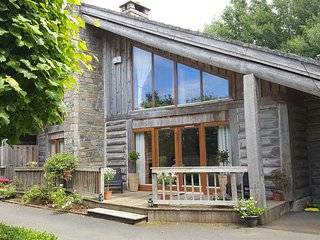 Stunning Canadian Cedar Lodge