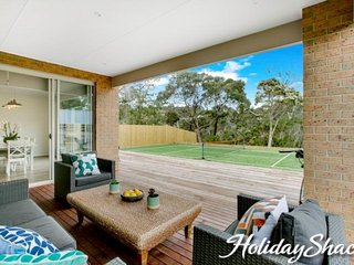 Alexandrina Villa - Luxury Family Retreat (Mt Martha) with tennis court, WiFi, F
