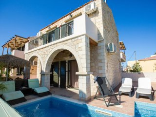 Fantasy 4BR Villa, 150m From The Sandy Beach Of Stalos Chania