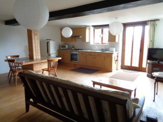 Shire Horse, 6 miles to Looe & dog friendly Seaton Beach, country retreat (1 BR)