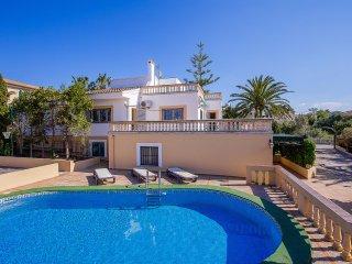 Villa con piscina privada cerca del mar