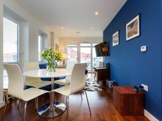 Veeve - Riverbank flat