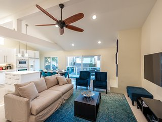 Winter Special! Upper Condo in Duplex Steps from the Sand with AC & Parking